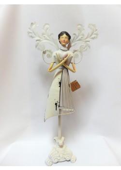 Kovový anjel so srdcom