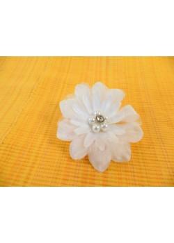 Biely kvet s perlami 8cm